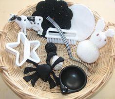 "Treasure Basket: Black & White plus this site has several other ""treasure basket"" ideas. Nursery Activities, Infant Activities, Activities For Kids, Teaching Activities, Baby Sensory Play, Baby Play, Baby Treasure Basket, Heuristic Play, Sensory Boxes"