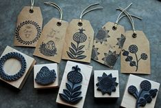 DIY gift tags with a rubber stamp. Diy Stamps, Handmade Stamps, Stamp Printing, Printing On Fabric, Screen Printing, Stamp Carving, Linocut Prints, Fabric Painting, Encaustic Painting
