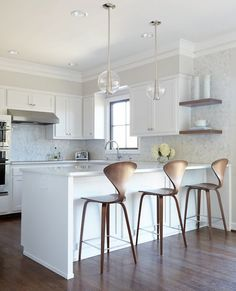 There is no question that designing a new kitchen layout for a large kitchen is much easier than for a small kitchen. Backsplash For White Cabinets, Kitchen Backsplash, Kitchen Cabinets, Shaker Cabinets, Marble Countertops, Upper Cabinets, Kitchen Sinks, New Kitchen, Kitchen Decor