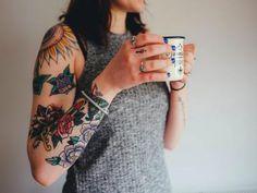 Con gli aghi viene iniettato l'inchiostro e il tatuaggio genera un'infezione cronica che diventa permanente. I colori sono più difficili da eliminare con la tecnica laser