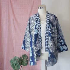 New Sewing Women Awesome Ideas Blouse Batik Modern, Outer Batik, Batik Blazer, Hijab Style Dress, Kebaya Dress, Sewing Clothes Women, Batik Pattern, Batik Fashion, Diy Dress