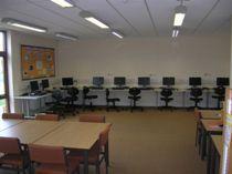 Las aulas y demás espacios de la escuela están a tu disposición.