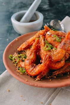 This salt and pepper shrimp recipe is a Cantonese dish that can be made at home with just a few ingredients––Sichuan peppercorns, green peppers, and garlic. Best Shrimp Recipes, Fish Recipes, Seafood Recipes, Asian Recipes, Cooking Recipes, Cooking Games, Chinese Recipes, Kitchen Recipes, Chinese Food