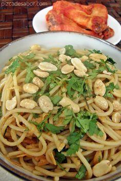 Espagueti con salsa de cacahuate y ajonjolí - Pizca de Sabor