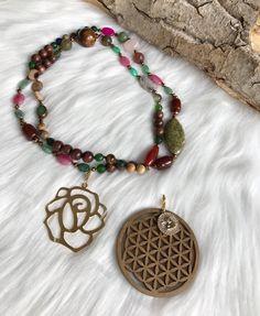 Sautoir avec 2 Pendentif Fleur de Vie en bois et Pendentif Fleur Creations, Beaded Necklace, Jewelry, Fashion, Crystal, Flower Pendant, Life, Bead, Flowers
