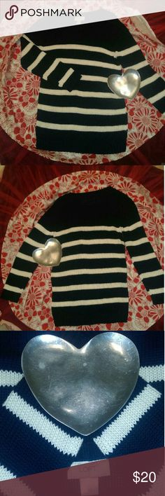 Ann Taylor Loft XS Blue/White Crew Sweater Hello listed is a very nice pullover sweater from Ann Taylor. Please check out my other listings to bundle up ??. Continue to shine like a star?????? Ann Taylor Sweaters Crew & Scoop Necks