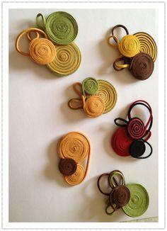 Textile Jewelry, Paper Jewelry, Fabric Jewelry, Ribbon Art, Ribbon Crafts, Felt Crafts, Felt Roses, Felt Flowers, Fabric Flowers