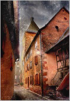 Dickens' World, Bergheim, Alsace, FR   Jean-Michel Priaux❤️one of my favorite areas in France.