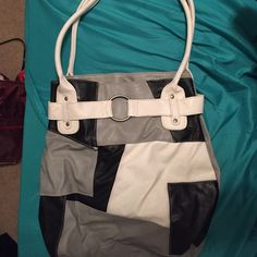 Black, white, and grey purse This purse is for you! Love a big purse? Fits over the shoulder and great to have when you're out doing errands. Bags Shoulder Bags