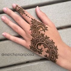 Mehndi design makes hand beautiful and fabulous. Here, you will see awesome and Simple Mehndi Designs For Hands. Henna Hand Designs, Mehndi Designs Finger, Mehndi Designs For Fingers, Latest Mehndi Designs, Arabic Mehndi Designs, Simple Mehndi Designs, Henna Tattoo Designs, Mehandi Designs, Tattoo Ideas