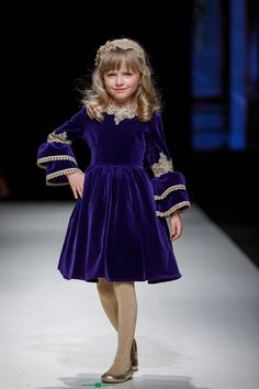 Aristocrat Kids, the master of fairytales, has just revealed its collection 'The Alchemist' at Riga Fashion Week. Kids Frocks, Frocks For Girls, Dresses Kids Girl, Girl Outfits, Kids Dress Collection, Velvet Dress Designs, Frocks And Gowns, Baby Dress Patterns, Kurti Designs Party Wear