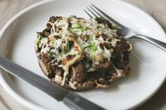 These healthy living Ground Beef Stuffed Mushrooms are so impressive, you could wont even notice how healthful it is for you. stuffed_mushrooms_with_cream_cheese, bread crumbs Ground Beef Stroganoff, Healthy Snacks, Healthy Eating, Healthy Recipes, Keto Recipes, Ketogenic Recipes, Keto Snacks, Vegetarian Recipes, Gourmet Recipes