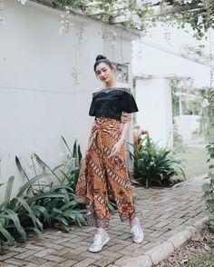 Model Dress Batik, Batik Dress, Kulot Batik, Batik Kebaya, Kebaya Modern Dress, Kebaya Dress, Batik Fashion, Hijab Fashion, Fashion Outfits