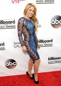 Shakira at the 2014 Billboard Music Awards held at the MGM Grand Garden Arena on Sunday (May in Las Vegas, Nev. Billboard Music Awards 2014, Gq, Shakira Mebarak, Versace Gown, Top Celebrities, Sofia Vergara, Sexy Outfits, Party Outfits, Beyonce