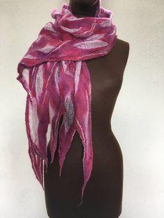 Nuno felted scarf door MakeYouLookGreat op Etsy https://www.etsy.com/nl/listing/520525722/nuno-felted-scarf