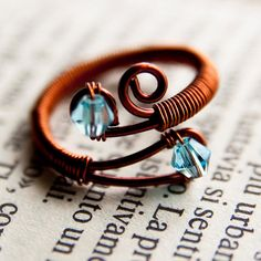 Wire wrap ring, made by Sayuriao in Romania! Must try this style... It looks so comfortable!