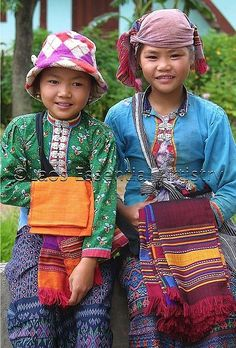 Tai Dam, ethnic group of Vietnam, Laos, China, and Thailand. Kids Around The World, We Are The World, People Around The World, Beautiful Smile, Beautiful World, Beautiful People, Precious Children, Beautiful Children, Little People