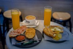 Our self-guided walking tour of Madrid will show you all the highlights and places to eat in Spain's wonderful capital. Two walking tours over two days. Breakfast In Madrid, Best Breakfast, Sheep Cheese, Equestrian Statue, Tapas Bar, Lunch Menu, Spain Travel, Walking Tour, Places To Eat