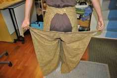 How to Make Wrap Pants: 26 Steps (with Pictures) Sewing Pants, Sewing Clothes, Dress Sewing Patterns, Clothing Patterns, How To Make Wraps, Pantalon Thai, Pants Tutorial, Wrap Pants, Women's Pants