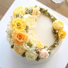 - Lovely yellow ✨ - #flowercake #flowercakeclass #mydearcake #mydear #korea…