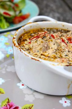 KIP IN 'T PANNETJE - ENJOY! The Good Life Healthy Crockpot Recipes, My Recipes, Pasta Recipes, Cooking Recipes, Confort Food, Chili Sauce, Good Food, Yummy Food, Cupcakes