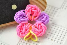 How to Loom a Handmade Colorful Flower with Rubber Bands Ever wonder how to loom a colorful flower without a loom? This loom flower pattern is quick, easy and the final result is fabulous! Hope you will like it! http://bit.ly/1kb8e62