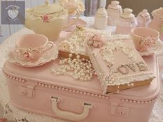 Luv My Stuff is about shabby chic furniture and home decor. It is operated by Bea Hare and includes shabby chic furniture creations made by hand, Rose Shabby Chic, Cottage Shabby Chic, Shabby Chic Mode, Style Shabby Chic, Shabby Chic Stil, Shaby Chic, Shabby Chic Crafts, Shabby Chic Bedrooms, Shabby Chic Furniture