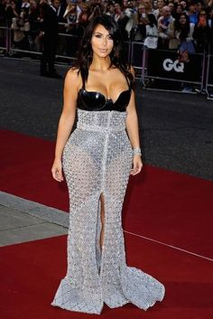 Kim Kardashian. What the fuck were you thinkging when you put on this outfit?