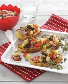 Ti bastano pochi minuti per preparare delle originali bruschette con insalata pantesca. Un antipasto vegetariano sfizioso, dalla ricetta facile e veloce.