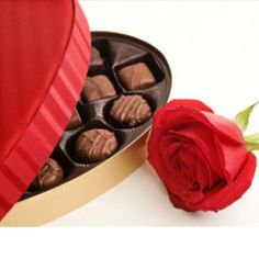 Get mother's day chocolate delivery in Brazil at your mom's place with Giftblooms. We offers huge and delicious collection of various chocolate with very affordable rate. Choose and order mother's day chocolate online. Little Valentine, Valentine Gifts, Valentine Flowers, Passion Girl, Mothers Day Chocolates, Chocolate Delivery, Valentines Day History, Single Red Rose, Chocolate Pictures