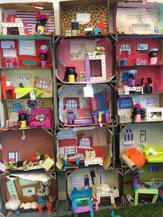 Projecten op de basisschool Set Theatre, Cardboard Box Houses, Barbie House Furniture, Kids Doll House, Diy Crafts For Kids Easy, Ideas Geniales, Kids Learning Activities, Family Crafts, Creative Kids