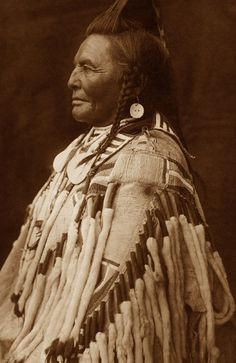 Shot in the Hand, a famous warrior in the Apsaroke tribe in the Great Plains - Photographed by Edward S. Curtis, 1909