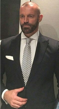 Bald Men With Beards, Bald With Beard, Shaved Head With Beard, Bald Men Style, Beard Suit, Best Suits For Men, Mature Men, Hair And Beard Styles, Hair Styles