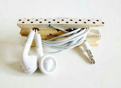 DIY Cord Keeper from a Clothespin - Washi Tape Crafts - Dollar Store Crafts DIY electronic cord keeper – made with two clothespins! Washi Tape Crafts, Ideas Para Organizar, Cord Organization, Organizing Tips, Diy Organizer, Ideias Diy, Ideas Geniales, Diy Electronics, Getting Organized