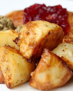 Parmesan Garlic And Rosemary Roast Potatoes Potato Dishes, Potato Recipes, Vegetable Recipes, Proper Tasty, Buzzfeed Tasty, Good Food, Yummy Food, Vegetable Side Dishes, Food Festival