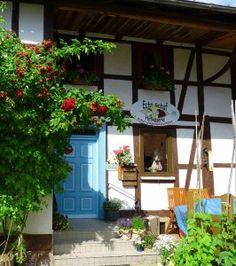 """Mitten im schönen Leinetal liegt der kleine Hof """"Echt Schaf"""" von Familie Bergmann."""