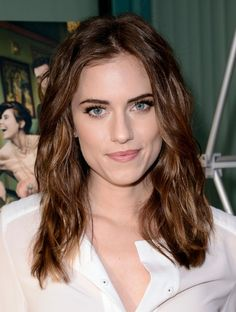 Allison Williams - This hair and makeup is great on her