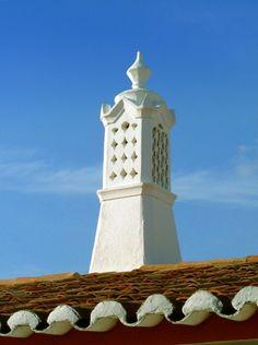 Chaminé algarvia em Paderne Algarve, Age Of Discovery, Souvenir Ideas, Portuguese Culture, Azores, What A Wonderful World, Moorish, Homeland, Architecture Details