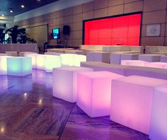 NO FRILLS EVENTO • Arredi light #CuboLight #PancaSnake #Allestimento #Oltreilgiardino www.oltreilgiardino.biz