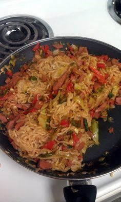 Ramen Supreme Recipe - spam, bell pepper, use kimchi with cabbage and onion Spam Recipes, Ramen Recipes, Pasta Recipes, New Recipes, Dinner Recipes, Cooking Recipes, Favorite Recipes, Noodle Recipes, Dinner Ideas
