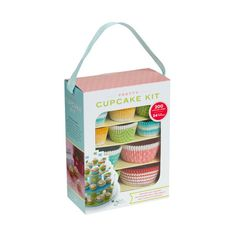 Pretty Cupcake Kit (67 BRL) ❤ liked on Polyvore featuring home, kitchen & dining, kitchen gadgets & tools, kitchen, women, cupcake kits, cupcake cases, cupcake set, paper baking cups and muffin paper