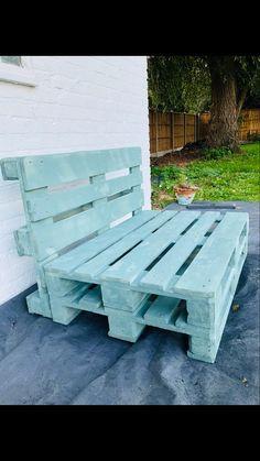 Palette Garden Furniture, Garden Furniture Design, Pallet Patio Furniture, Garden Design, Pallet Seating, Diy Pallet Sofa, Outdoor Seating Areas, Pallet Bench, Diy Garden Seating