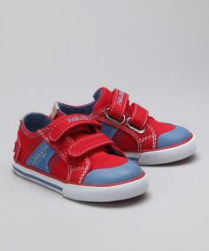 Red and blue sneaker from Pablosky & Pampili.