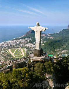 ブラジル・リオデジャネイロ(Rio de Janeiro)のキリスト像(Christ the Redeemer)。(c)AFP/shutterstock.Com/Mark Schwettmann ▼20May2014AFP|ブラジルW杯、観光客はどのくらい消費するか? http://www.afpbb.com/articles/-/3015418 #Rio_de_Janeiro #Christ_the_Redeemer