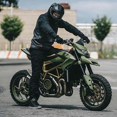 Army ducati why not! Moto Ducati, Ducati Scrambler, Scrambler Motorcycle, Moto Bike, Motorcycle Design, Motorcycle Outfit, Bike Design, Super Bikes, Vrod Custom