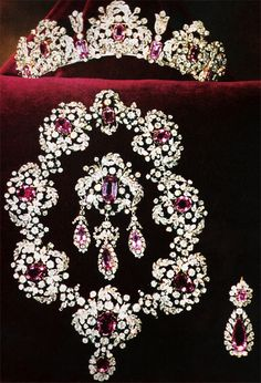 The diamond and pink topaz parure of the Italian House of Savoy,  worn by Clotilde Courau when she married Prince Emanuele Filiberto, Prince of Venice and Piedmont, on 25th September 2003. More pins of this later.
