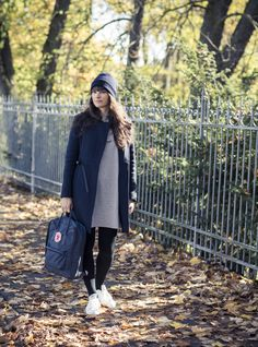 Minimalistic Style for autumn. Sneaker adidas Stan Smith, cashmere beanie and dress Cos, Fjallraven Kanken bagpack. Find the whole outfit on my blog.anjiko