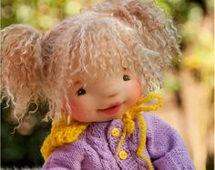 Leider wird auf eine andere Ressource Olivia verkauft...  Olivia ist die zweite Puppe aus meiner neuen VIP-Kleinkinder-Puppen-Sammlung. Sie hat die Ausmaße von 2 Jahre Kind. Sie ist ein wenig gewichtet, sie hat Filz Filz Körper, Gesicht und Gefilzte Beine. Ihre Perücke aus Mohair, es ist die braune Farbe und sehr weich. Sie ist Hand gestrickte patterned, doppelte-breasted Kapuzenjacke, elastische Taille Hose aus stricken Stoff, wollene Mütze und Füßlinge, Kurzarm all in für eine DAZ (Carter)…