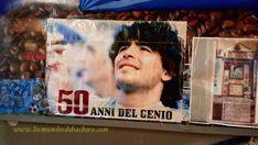 Un pelo de Maradona en un altar del centro de Nápoles