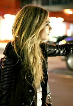 Cara Delevingne in one of my definite all-time favorite moto jackets. Cara Delevingne, Fashion Night, Fashion Weeks, Beach Hair, Miranda Kerr, Queen, Messy Hairstyles, Her Hair, Hair Inspiration